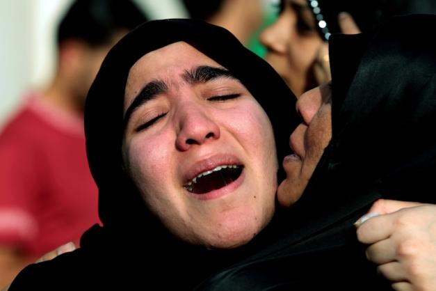Στην κηδεία 8χρονου αγοριού που σκοτώθηκε στη Μανάμα από εισπνοή χημικών, σύμφωνα με την αντιπολίτευση (φωτο: Hasan Jamali/AP)