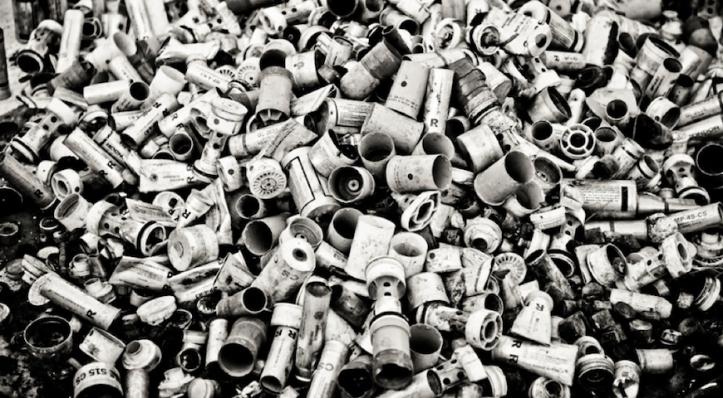 Ημερήσια συλλογή από κάνιστρα δακρυγόνων (φωτο Saeed Saif)