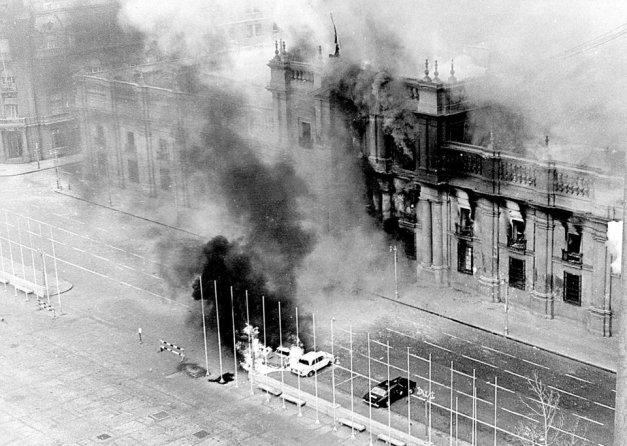 Το προεδρικό μέγαρο λίγο μετά τον βομβαρδισμό από τον δικτάτορα Πινοσέτ